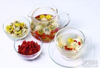 女人喝什么花茶最养颜? 玫瑰祛斑+熏衣草祛痘