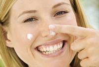 8大护肤陷阱:晒后用美白面膜&茶包去黑眼圈